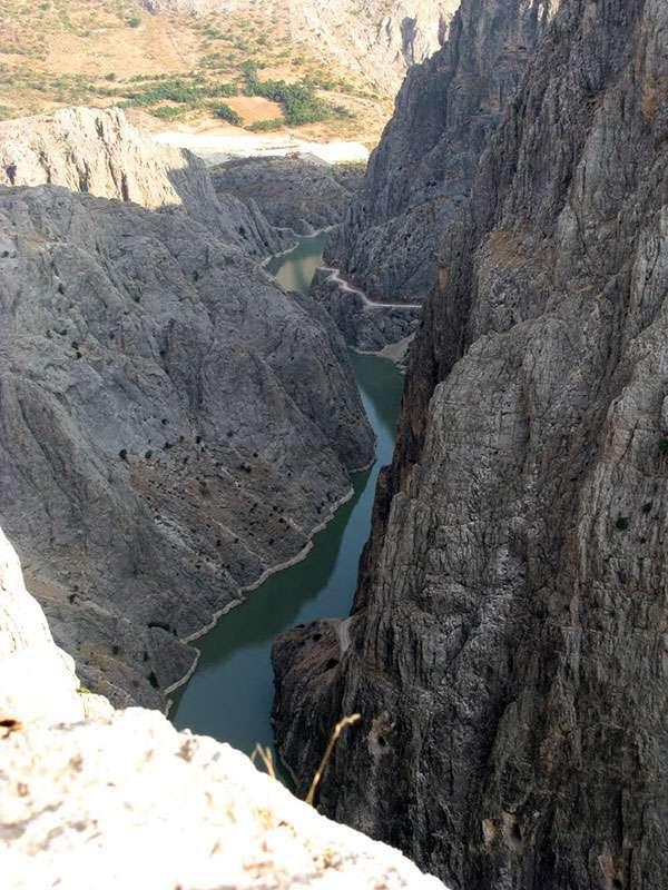 karanlik-kanyon